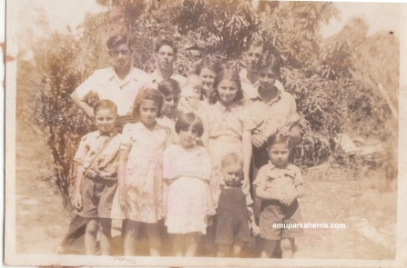 Hilda and Fred and their children at Emu Park